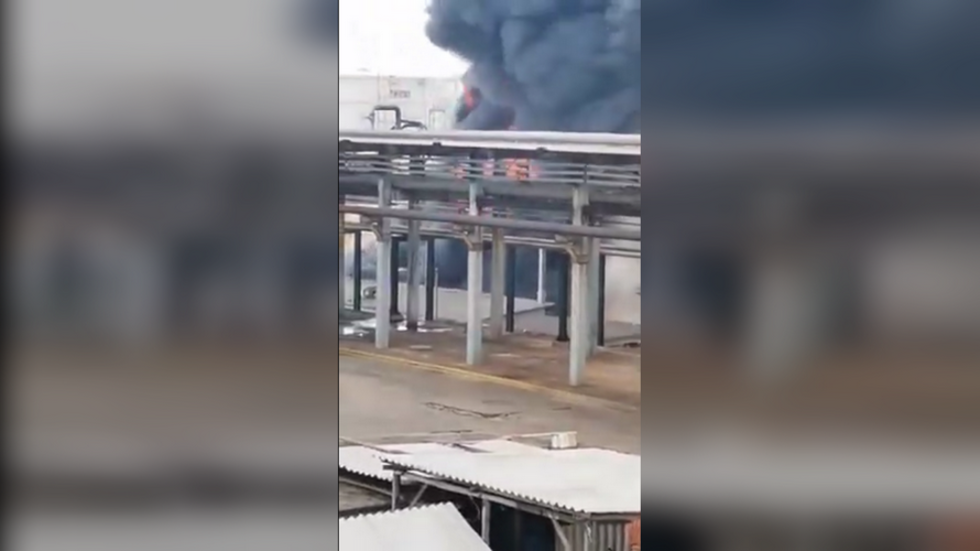 EXPLOSION, fire rock Mexican oil refinery in Veracruz state (Video)